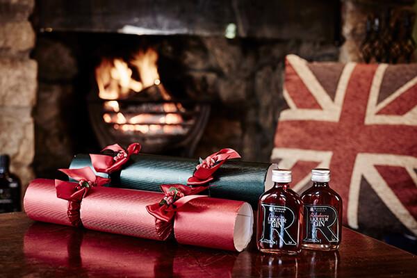raisthorpe red black party crackers